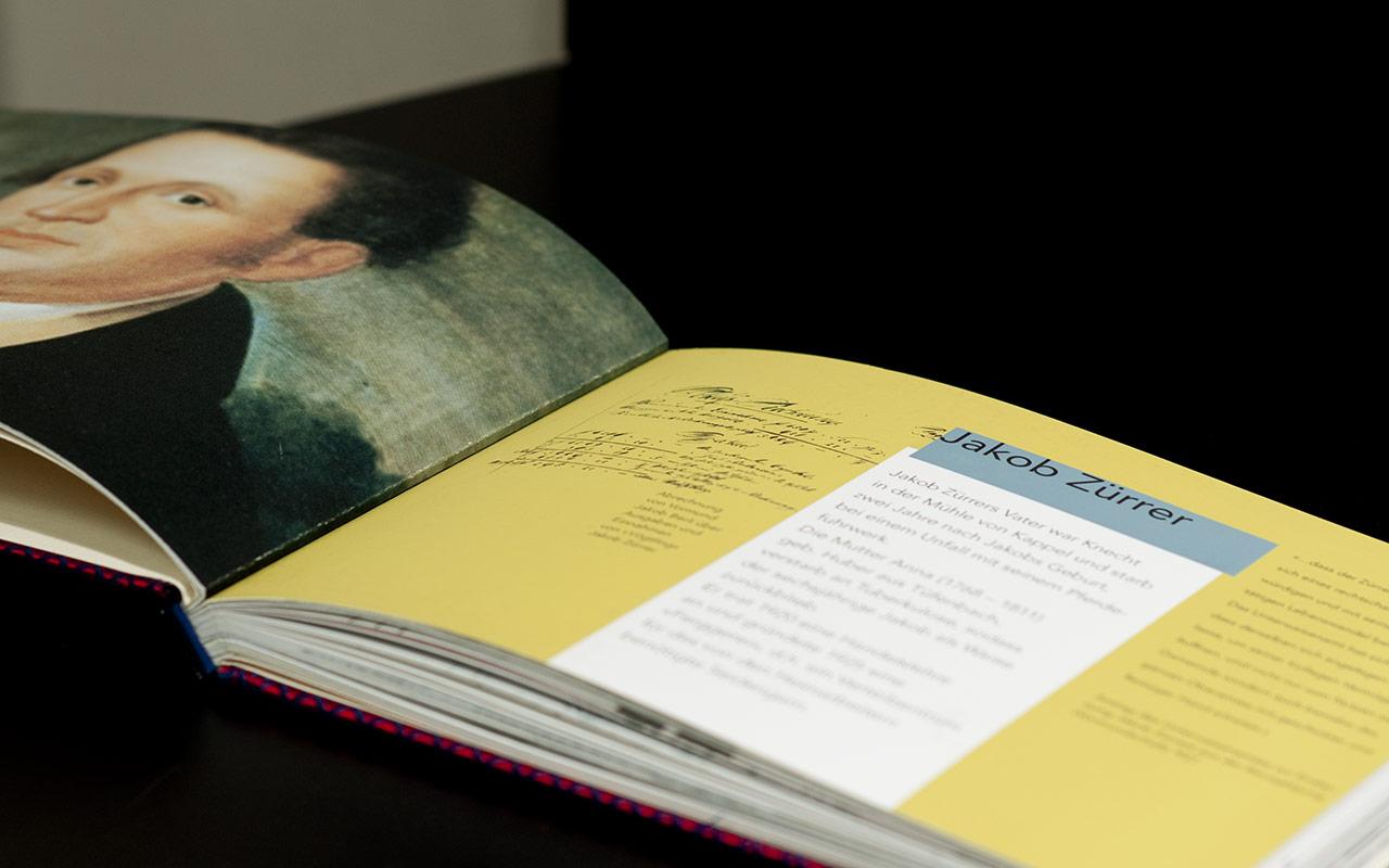 Ein Buch über die Produktion von Seidenstoffen in der ehemaligen Fabrik Weisbrod